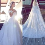 I don't care about acne on my back!  Choose a wedding dress that can solve the problem.